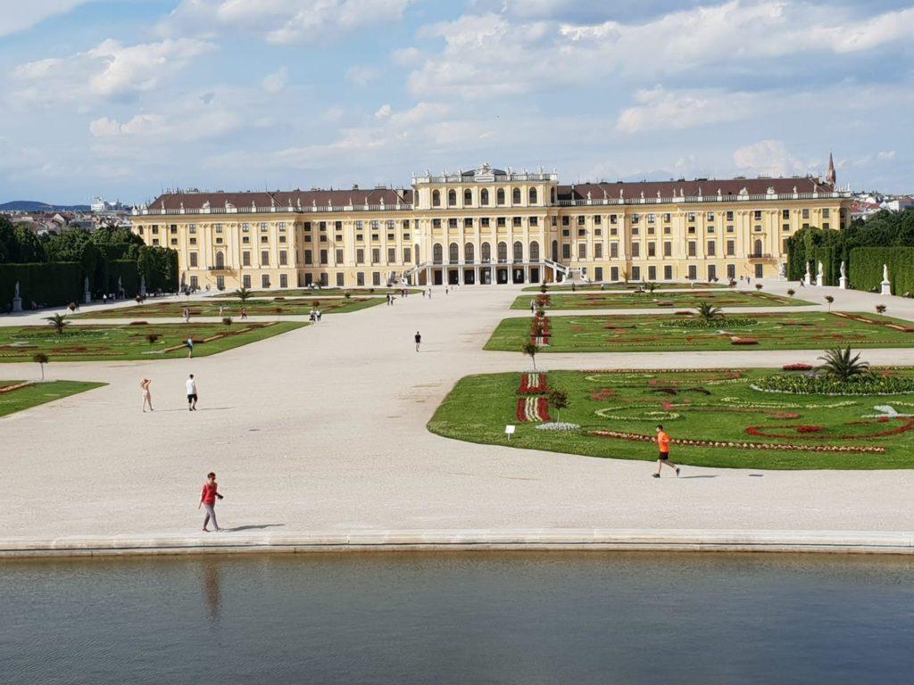 Schloss Schönbrunn ist nur drei U-Bahn Stationen vom Mauthaus-Schönbrunn-Ferienappartement entfernt