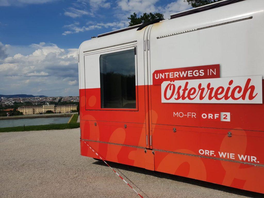 Auch der ORF ist unterwegs in Schönbrunn nahe dem Mauthaus Schönbrunn - Ferienappartement - Pop-Up Shop