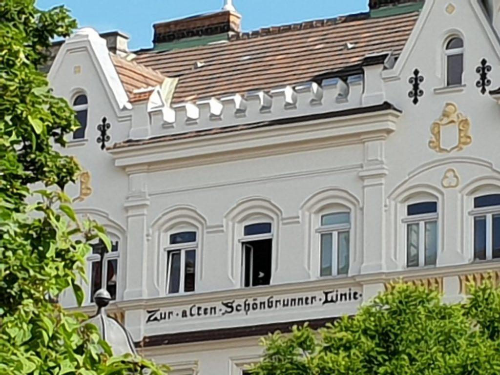 Historische Häuser erinnern an den alten Linienwall beim Mauthaus Schönbrunn - Ferienappartement - Pop-Up Shop