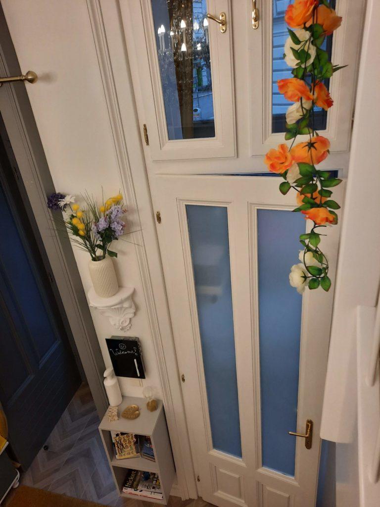 Garderobe im Schaufenster im Mauthaus Schönbrunn - Ferienappartement